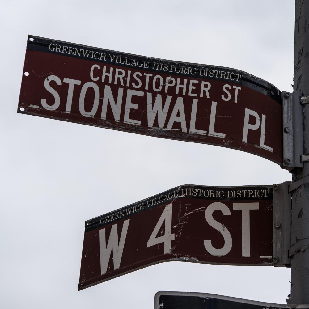 Street signs at the corner of West 4th and Stonewall Place