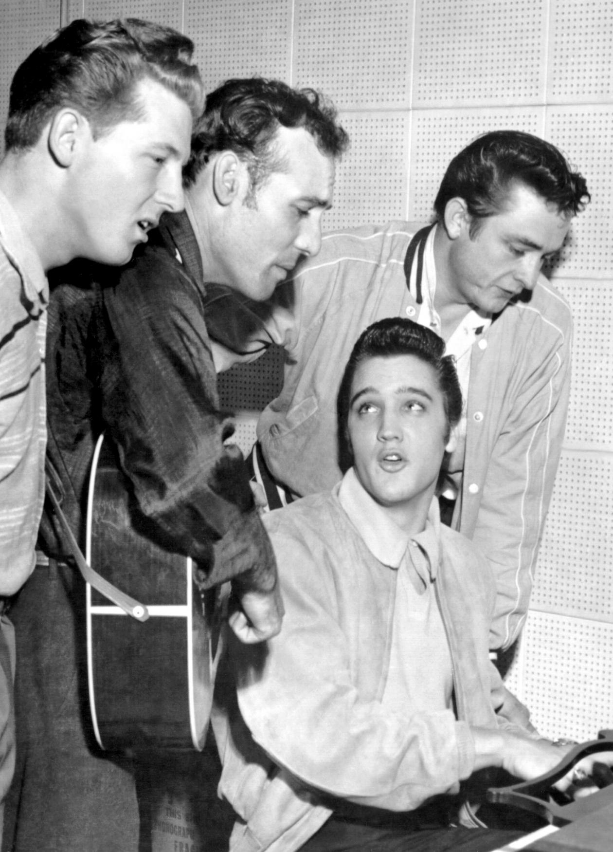 Jerry Lee Lewis, Carl Perkins, Elvis Presley and Johnny Cash singing, while Elvis plays the piano