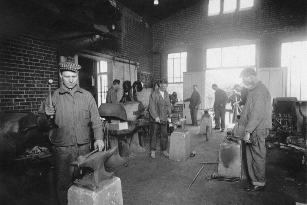 World War I veterans in class in the first forge shop
