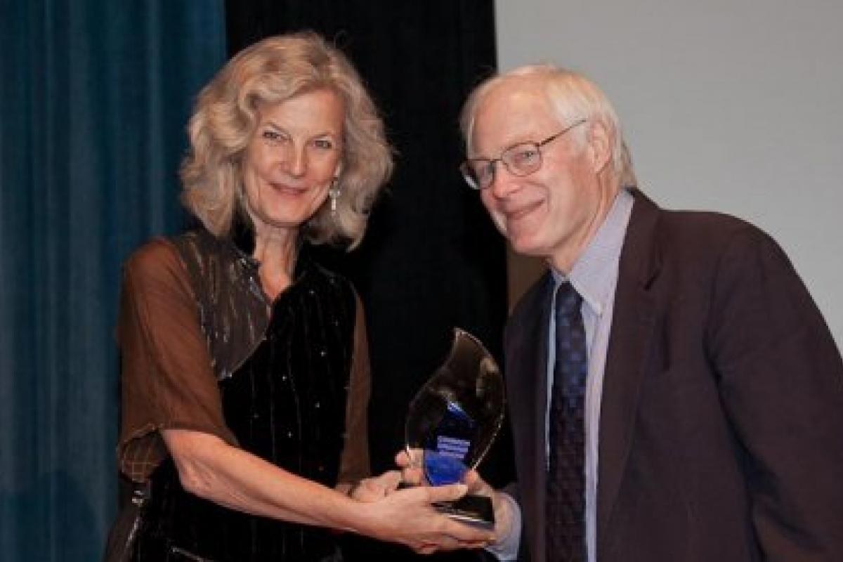 NEH Chairman Leach receives the Common Ground Award from Susan Collin Marks