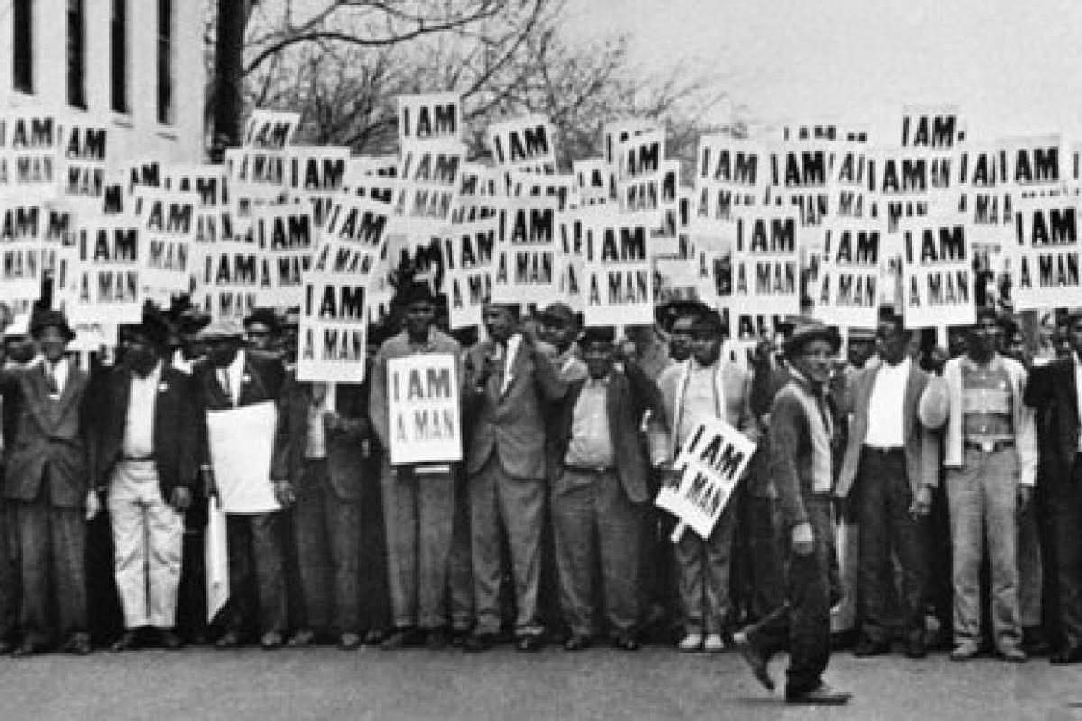 photo of sanitation workers in Memphis, 1968