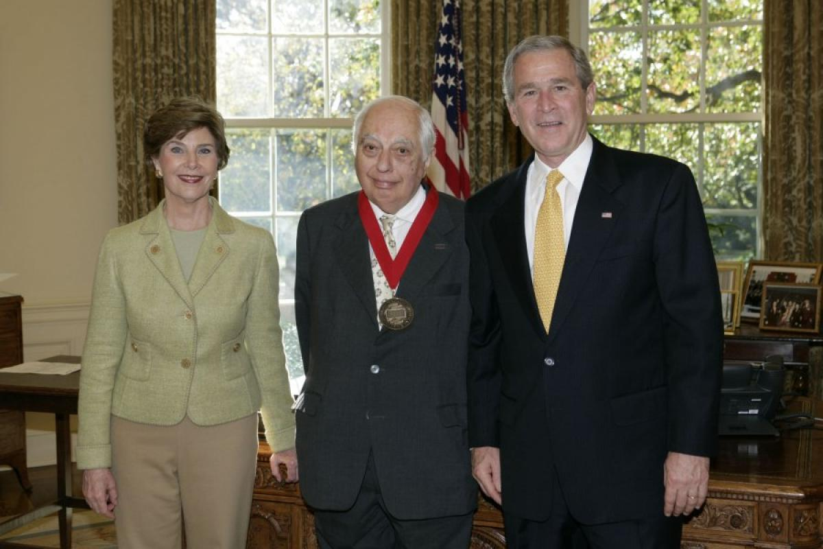 Bernard Lewis with George W. and Laura Bush, 2006