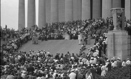 Black and white photo of a civil rights gathering at the Lincoln Memorial