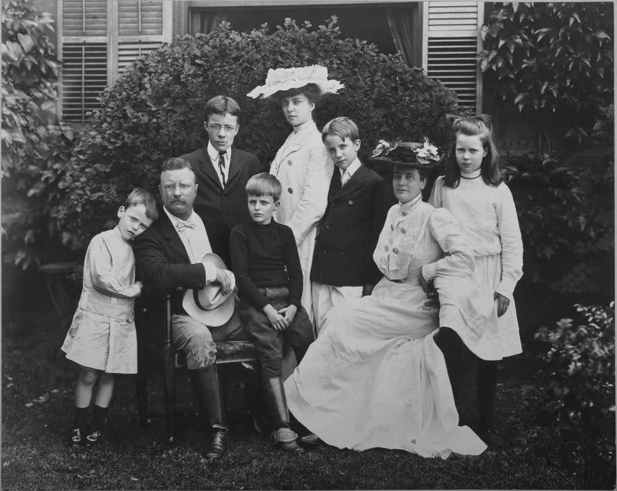 Formal photographic portrait of Teddy Roosevelt, Edith and their six children