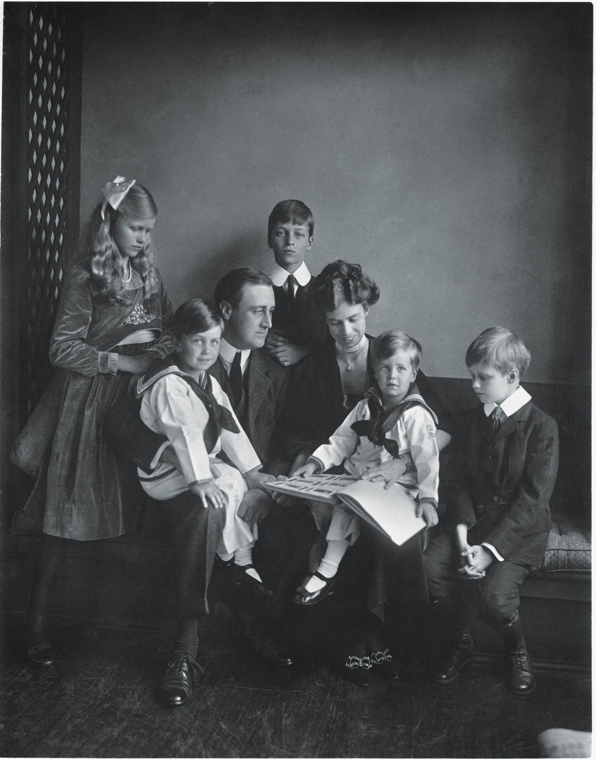 Family portrait of FDR, Eleanor, and their five children