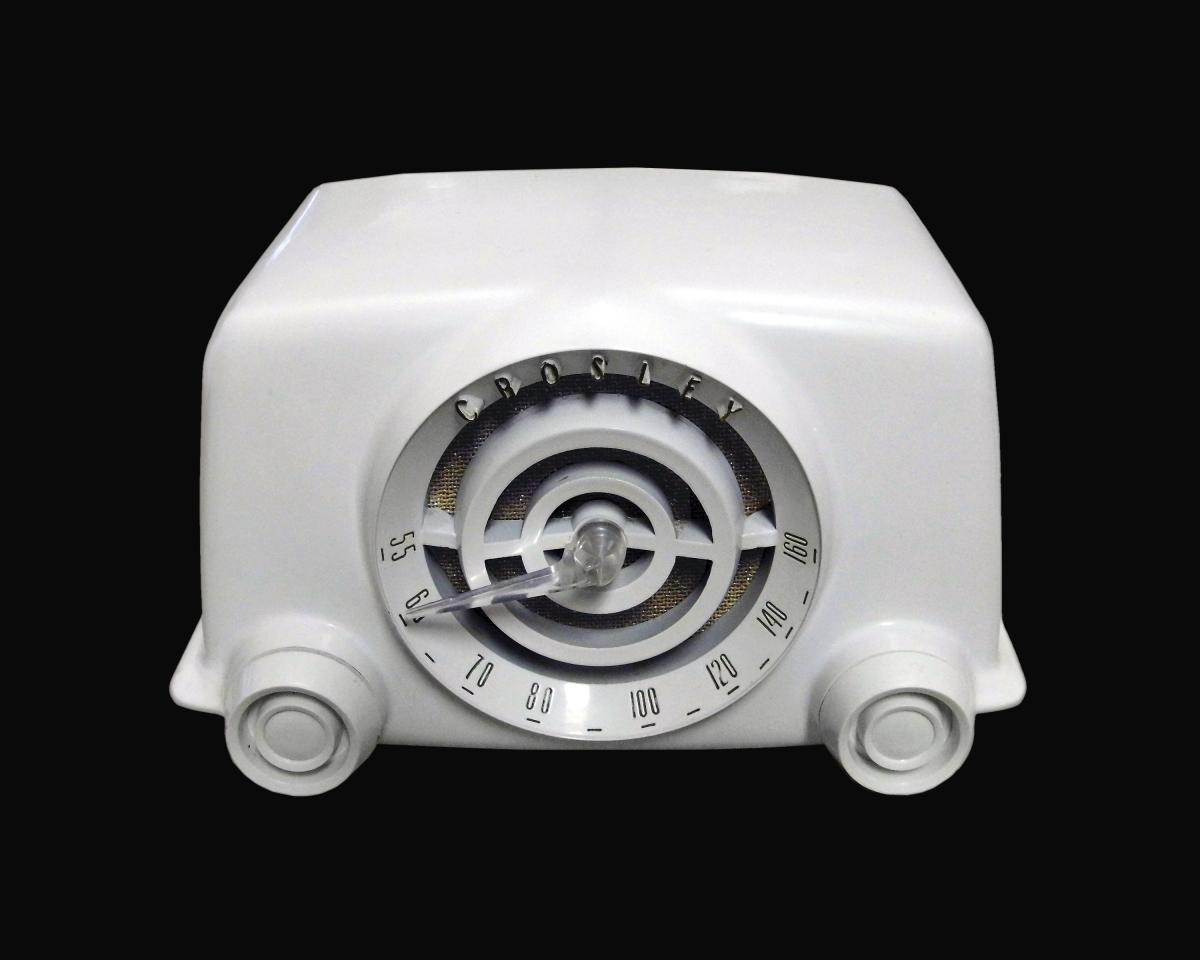 Crosley Dynamic Bakelite Radio in white