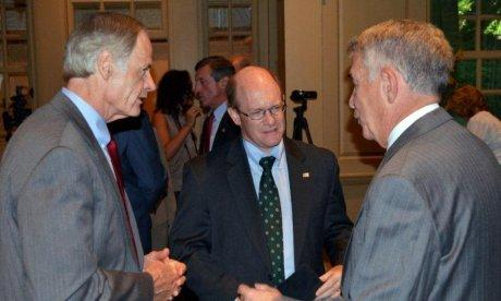 photo of Delaware Senators Carper and Coons with David Roselle of Winterthur
