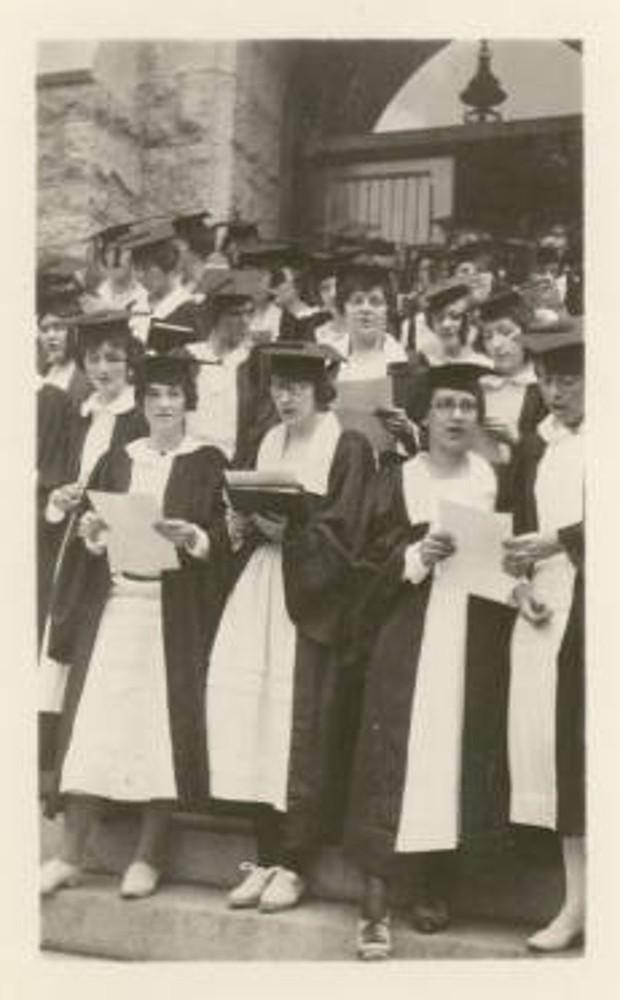 Bryn Mawr College Class of 1922 in graduation robes and hats