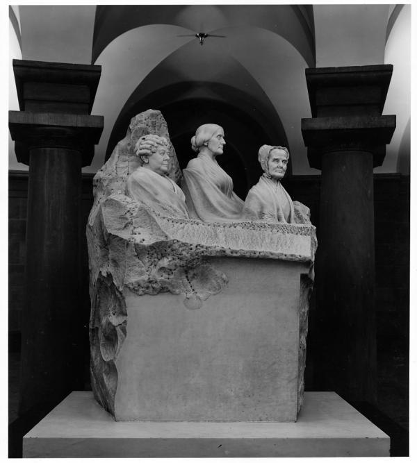 Portrait Monument