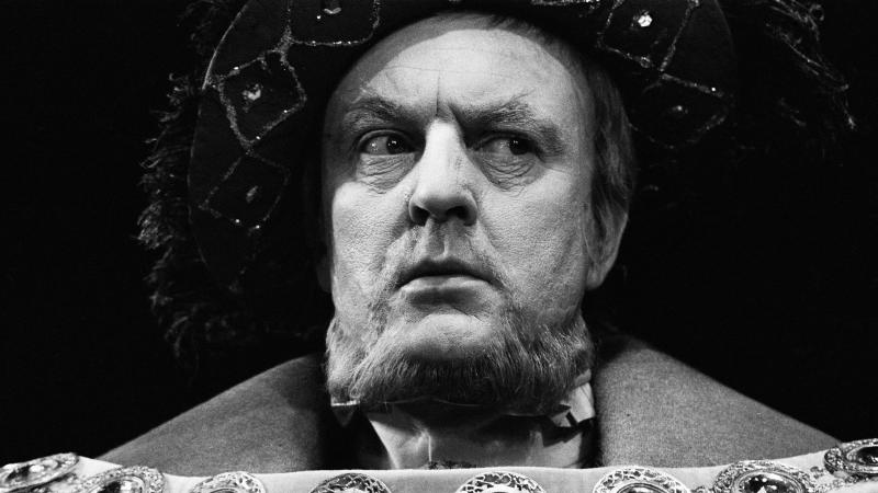 Henry VIII played by Donald Sinden, 1969, in Elizabethan costume