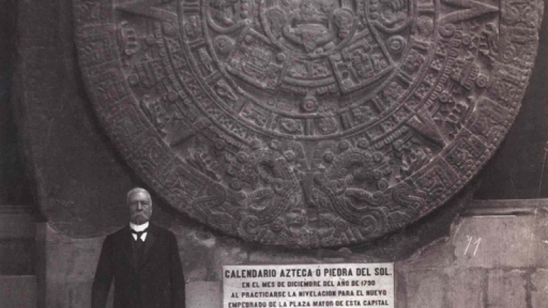 Photograph of the Piedra del Sol with Porfirio Díaz
