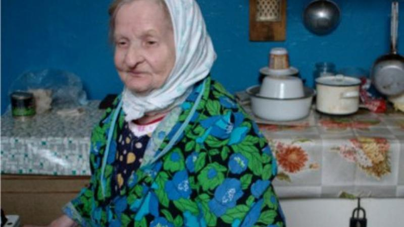 Anna Matveevna in her Moscow communal kitchen.