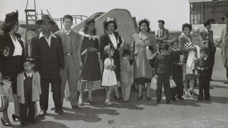 Group of Puerto Ricans at Newark airport, 1947.