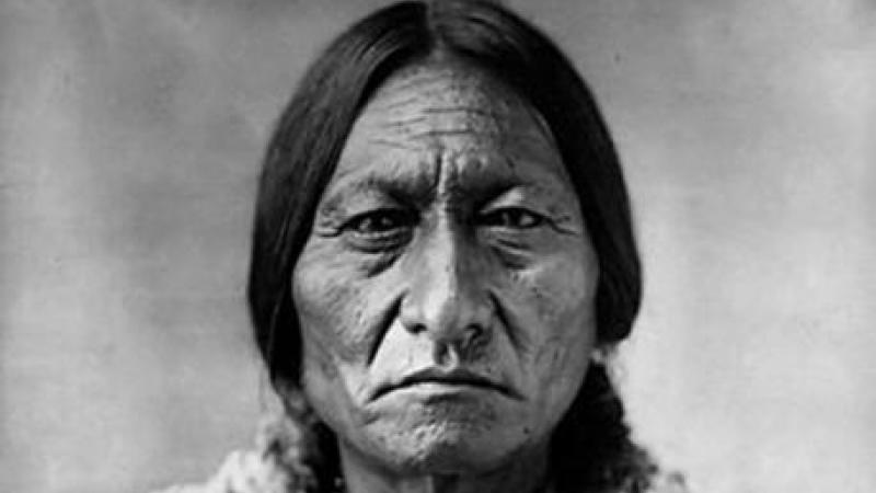 Black and white photo portrait of Sitting Bull, 1885