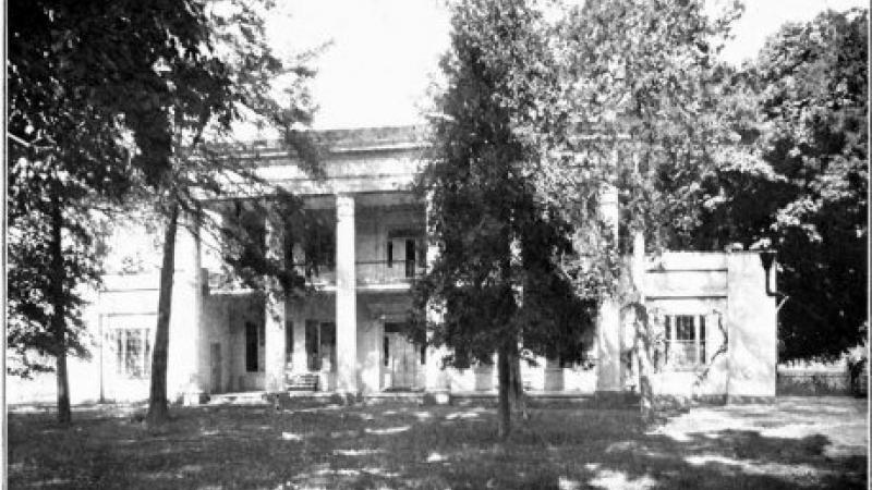 A black and white photo of President Andrew Jackson's retirement home.