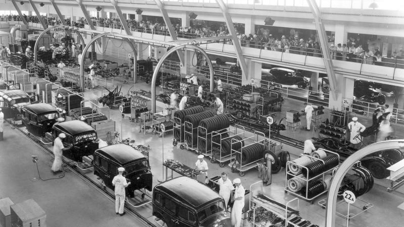 Black and white photo of an assembly line at General Motors.