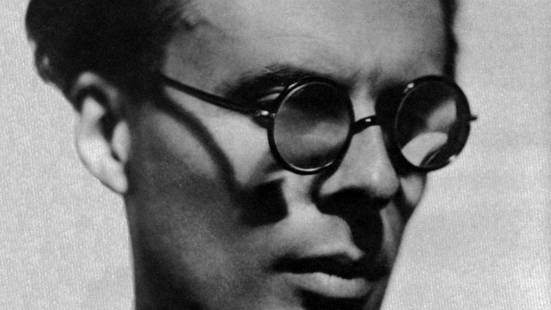 Black and white portrait of Aldous Huxley.