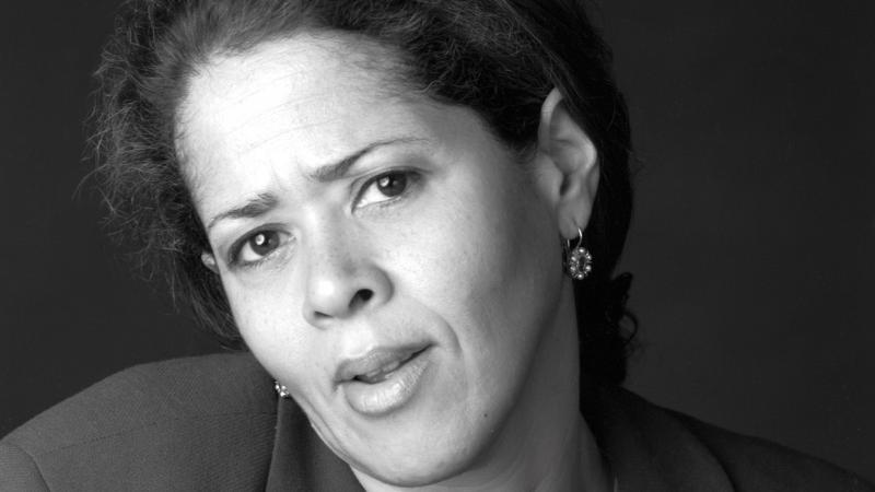 Black and white portrait of Anna Deavere Smith